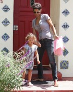Halle Berry Picking Up Her Daughter in LA August 17th HQ x 11