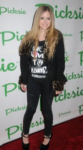 Аврил Лавин, фото 13797. Avril Lavigne - Picksie 2.0 launch at Lucky Strike in NYC, november 22, foto 13797