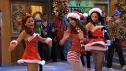 AIDA: Ariana grande elizabeth gillies upskirt