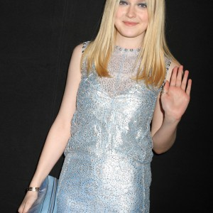 Dakota Fanning / Michael Sheen - Imagenes/Videos de Paparazzi / Estudio/ Eventos etc. - Página 5 877703174784350