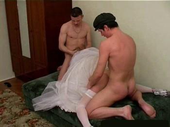 все видео напоили мужа и трахнули невесту порно видео вообще
