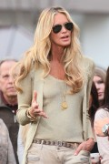 Эль Макферсон, фото 1067. Elle MacPherson at The Grove to appear on the programme 'Extra', february 20, foto 1067