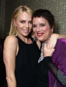 Шарлиз Терон, фото 6132. Charlize Theron - V-Day Cocktails and Conversation with Eve Ensler, february 21, foto 6132