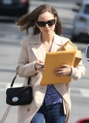 Натали Портман, фото 5039. Natalie Portman leaves friend after lunch at a local eatery in Los Angeles,Feb29, foto 5039