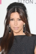 Ким Кардашиан, фото 7939. Kim Kardashian Elton John AIDS Foundation Academy Awards Party - 02/26/12*with sister Kourtney, foto 7939,