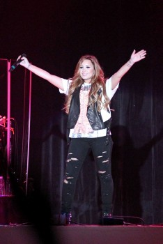 Деми Ловато, фото 3504. Demi Lovato Performing in Plant City FL 3/2/12, foto 3504