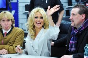 Памела Андерсон, фото 4985. Pamela Anderson signs autographs at Lugner City in Vienna, Austria, March 5, foto 4985